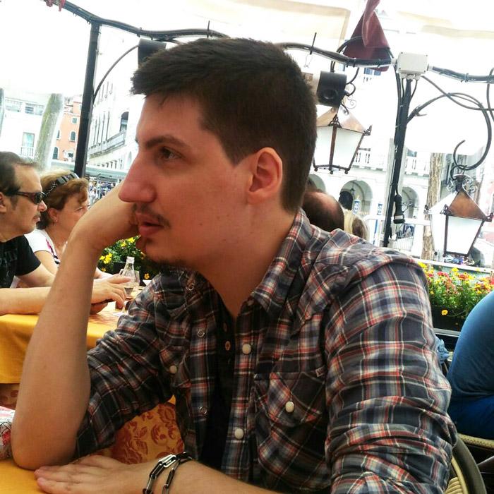 Андрей Андреев музикант и графичен дизайнер