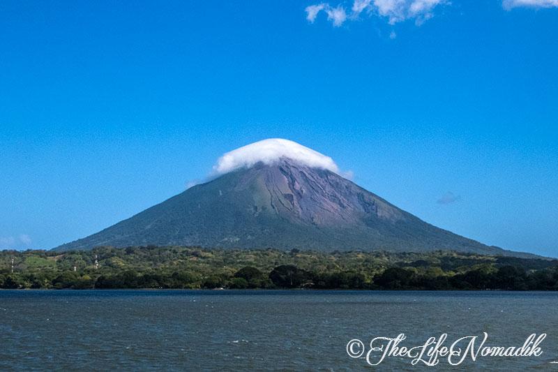 Вулкан с облак