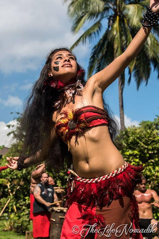 Красива жена от тихоокеански остров