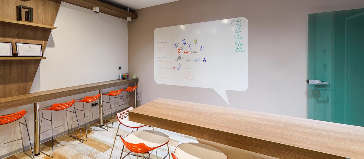 Модерен офис с дизайнерски интериор в центъра на София