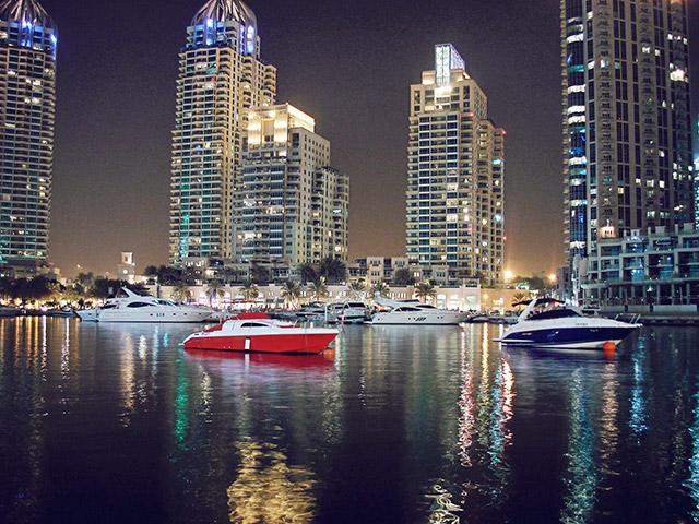 Пристанище с яхти в Дубай