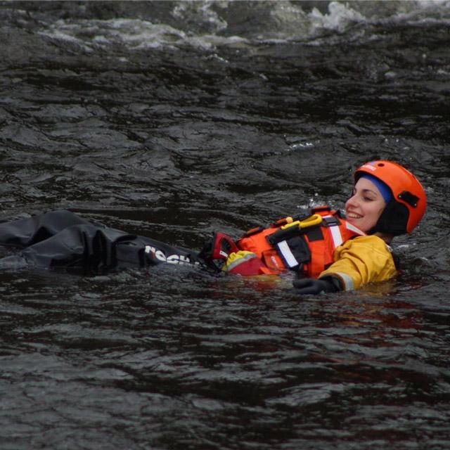 Плуване в река