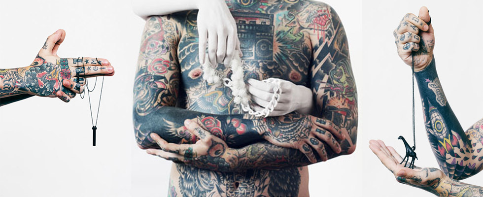 мъж с татуировки