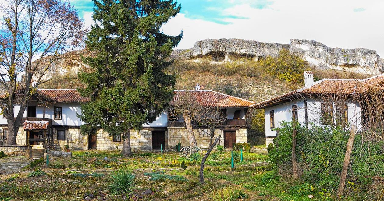 бащината къща на село