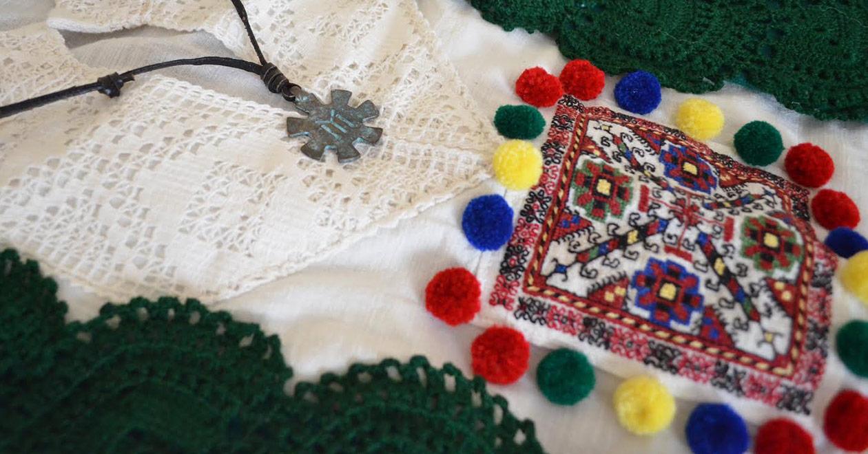 Българска носия със шевици
