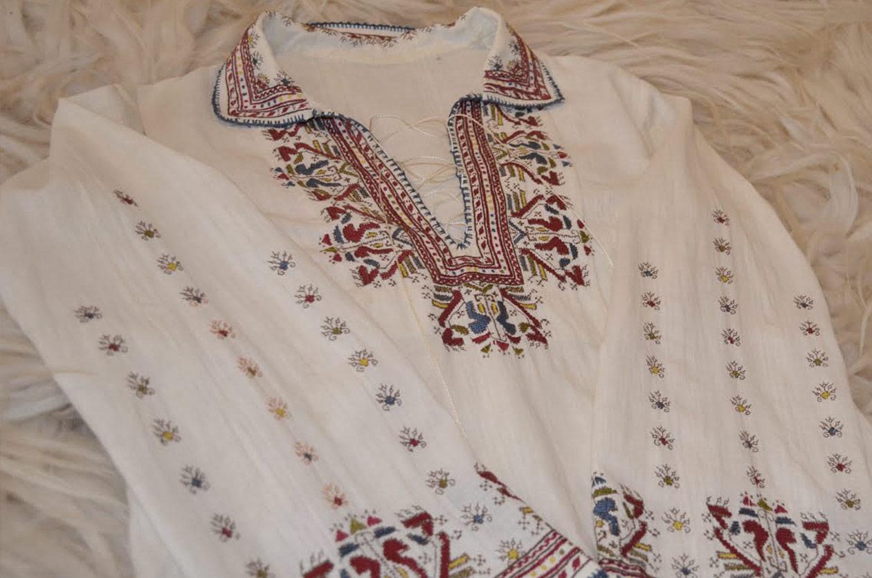 Риза с бродерия