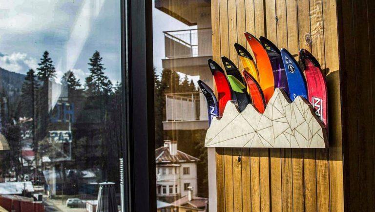 Дизайнерска закачалка от ски