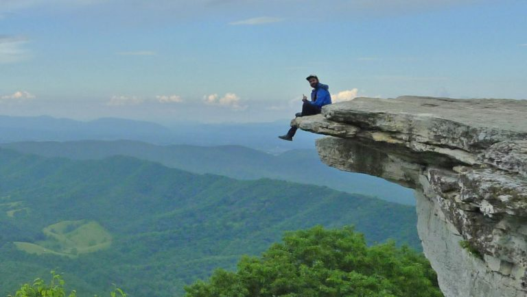 На ръба на скала