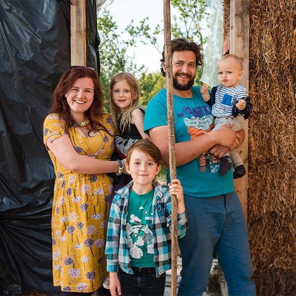 Щастливо българско семейство